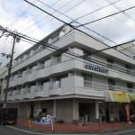 昭和54年11月完成。鉄骨造4階建。平成26年に大規模修繕済み。