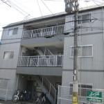 平成7年3月完成。鉄骨造3階建。近鉄・地下鉄『竹田駅』徒歩圏内。